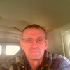 Олег, 64, г.Артем